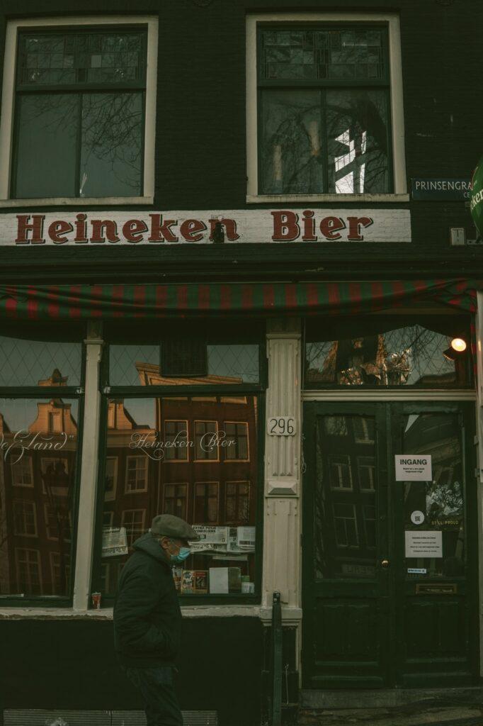 Heineken bier, elder man strolling with a face mask